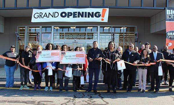 Big Lots Ribbon Cutting