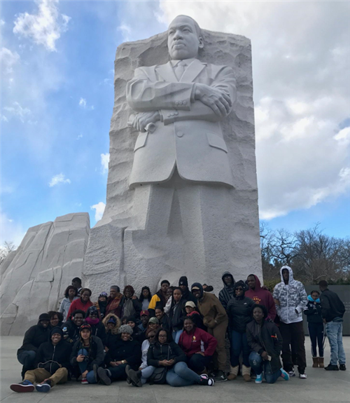 Martin L.King Memorial with students